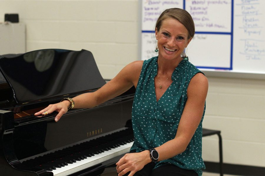 Assistant+Choir+Director+Kimberly+Dillow+sits+at+a+piano+in+the+choir+room.+Dillow+has+begun+teaching+as+a+new+assistant+director+this+school+year.