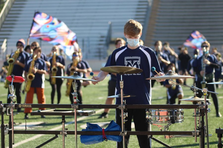 Gallery: Band holds weekend performance
